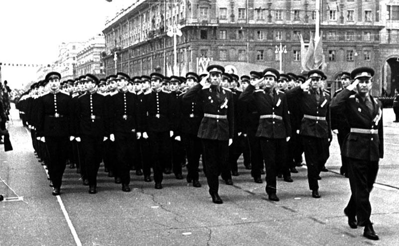 Парад в честь годовщины октябрьской революции
