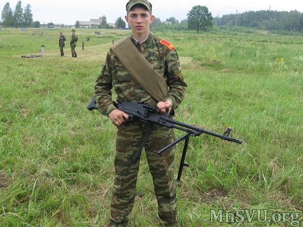 Суворовец с пулеметом ПК